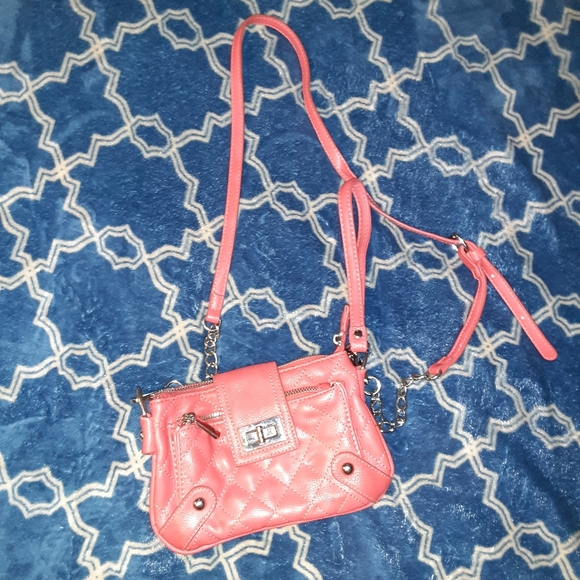 🦋 5/$25 Coral pink Charming Charlie purse